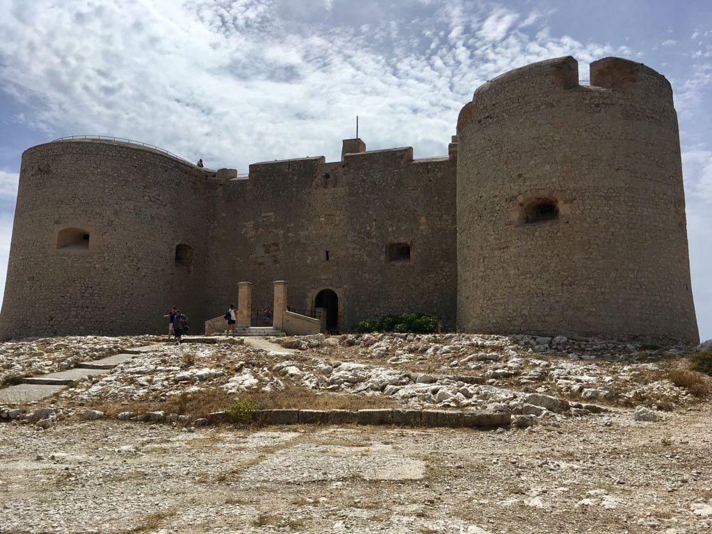 Заглянуть в замок Иф